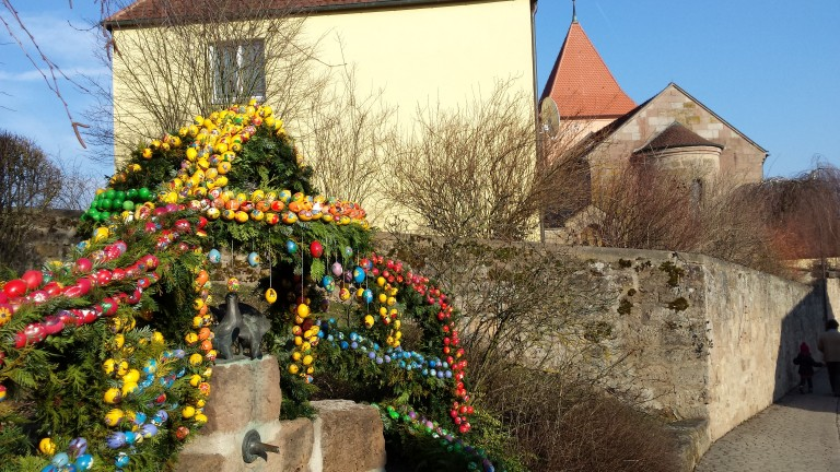 Osterbrunnen in Franken